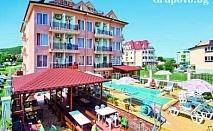 От 23 до 31 Август в Обзор на 100м от плажа. Нощувка със закуска + БАСЕЙН в Хотел София