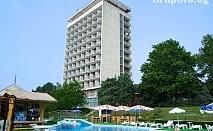 21 Август - 10 Септември на ПЪРВА ЛИНИЯ в Златни Пясъци + шезлонг и чадър на плажа в хотел Журналист. Дете до 12г. - БЕЗПЛАТНО!