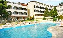 Цяло Лято в Балчик на ТОП ЦЕНИ! Нощувка, закуска и вечеря + басейн в хотел Наслада***