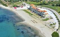 Цяло лято на брега на морето в Гърция, на плажа Монопетро! Нощувка за до четирима на ТОП ЦЕНИ в комплекс Monopetro