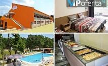 Еднодневен пакет със закуска и вечеря или закуска, обяд и вечеря + ползване на басейн в Хотел Нева**, Китен