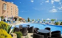 Хотел Роял Бей****Елените - Почивка на първа линия!!! Нощувка на база All inclusive + чадър и шезлонг на плажа + безплатен вход за аквапарк Атлантида!!!