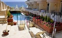 Imperial Hotel 3*, Халкидики-Касандра, Неа Скиони. Нощувка+закуска+вечеря. Малък и уютен хотел, в традиционен средиземноморски стил,  на 50 м от плажа.