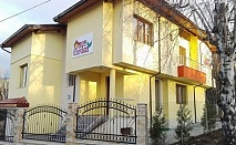 Коледа в Сапарева баня! 2 нощувки със закуски и 2 празнични вечери за ДВАМА от Къща за гости KOT Garden