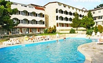 Лято в Балчик на ТОП ЦЕНИ! Нощувка, закуска и вечеря + басейн в хотел Наслада***