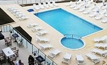 На море в Царево! Нощувка със закуска и вечеря + басейн в хотел Марая