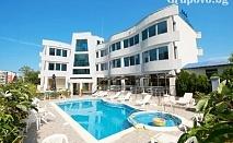 Лято в Лозенец на ТОП ЦЕНА! Нощувка със закуска и вечеря за ДВАМА + басейн в хотел Ариана***
