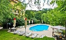 Лято в Сандански. Нощувка със закуска + басейн и шезлонг в семеен хотел Едиа