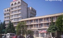 Нощувка, закуска, обяд, вечеря + басейн през Август в хотел Зора, Кранево