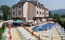 Нощувка, закуска, вечеря, басейн, шезлонг и чадър само за 23.50 лв. в хотел Nice, Симитли