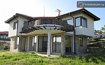 Отдих през юни с компания в Кошарица. Ранни записвания! Наемане на еднофамилна къща с капацитет до 6 човека + ползване на басейн
