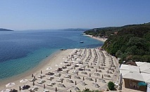 Открийте красотата на полуостров Атон, за една нощувка, закуска и басейн с водни пързалки в хотел Aristoteles Holiday Resort Spa / 10.05.2017-31.05.2017