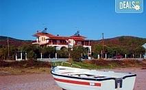 Открийте летния сезон с почивка в Mantzanas Apartments, Ситония, Гърция! 3/5/7 нощувки за до петима човека в едноспален или двуспален апартамент!