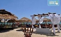 На плаж в слънчева Гърция за ден в Паралия Офринио! Транспорт, застраховка и водач от Глобус Турс!