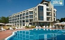 Почивайте в разгара на лятото в апартхотел Южна перла 3*, Каваци! Нощувка, ползване на басейн, безплатно за дете до 12г.