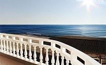 Почивка на пясъка! Нощувка със закуска за двама или двама + две деца в семеен хотел Ной, к.к. Чайка, плаж Кабакум