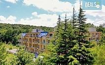Почивка в разгара на лятото в хотел Спорт Палас 2*, ММЦ Приморско - 1 нощувка за до четирима със закуска, обяд и вечеря!
