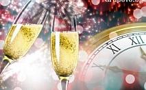Посрещнете Нова Година с гледка към залива и Солун! Две нощувки със закуски и вечеря в Santa Beach 4*, Гърция!