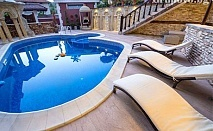 Романтична почивка за ДВАМА. Нощувка със закуска в лукс апартамент + БАСЕЙН в Къща за гости Версай, с. Осмар