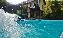 Самостоятелна къща за 8 човека в Троян с голям и малък басейн, барбекю, детски кът, зоокът и още много удобства!