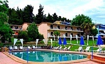 Септември в Гърция на 100м от плажа. 3 нощувки, 3 закуски, 3 вечери + басейн в хотел Jenny, Халкидики. Две деца до 16г - безплатно