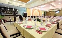 Свети Валентин в Русе! Нощувка в луксозна стая, закуска + романтична вечеря и специалното участие на Йордан Йончев - Гъмзата в хотел Теодора Палас***