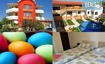 Великден за ДВАМА на брега на морето! Посрещнете Великденските празници с 2 нощувки, 2 закуски и една вечеря по тристепенно меню за двама в Къща за гости Наш дом - Каварна!