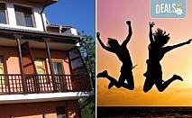 Златно лято в слънчева Каварна! 1/2/3 нощувки със закуски в семеен хотел Свети Георги, безплатно за дете до 4г.