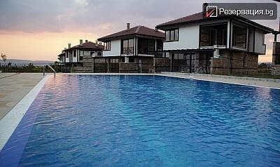 Летен отдих с компания в Кошарица. Наемане на еднофамилна къща с капацитет до 6 човека + ползване на басейн