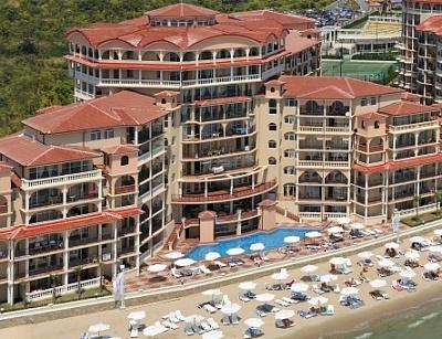 Почивка на първа линия в Елените - хотел Атриум Бийч****! Нощувка  на база All inclusive + чадър и шезлонг  на плажа + безплатен вход за аквапарк Атлантида!!!