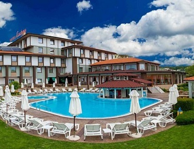 Релаксираща почивка в Хотел Езерец 4* в Благоевград! Нощувка със закуска и вечеря + ползване на спа център през делнични и уикенд дни!