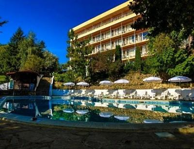 Топ цена за лято в Златни пясъци - хотел Вежен! Нощувка на база All Inclusive + ползване на басейн с чадър и шезлонг !!!