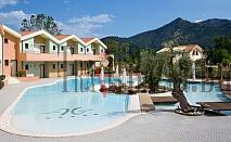 Alexandra Golden Boutique Hotel 5*, о-в Тасос.Нощувка със закуска за ДВАМА.Красивият хотел е на популярния плаж Хриси Амудия.Изискан дизайн, луксозни суити и мезонети, басейни, джакузи, СПА-център, безплатен интернет,  ресторант гурме. Идеалното място за