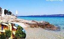 Август на остров Амулиани, Гърция! Нощувка със закуска за двама, трима или четирима в хотел Gallery