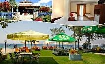 На брега на морето в Халкидики, Гърция. Нощувка на човек със закуска и вечеря в хотел Ангелос Гардън, Tорони