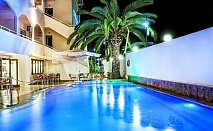 На частен плаж В Elinotel Polis - Касандра, Халкидики за една нощувка, закуска, вечеря и открит басейн / 23.09.2019 - 14.10.2019