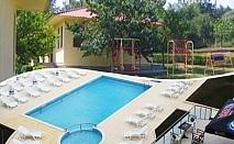 Цяло лято в Царево! Нощувка, закуска и вечеря + басейн във вили Марая - на 150м. от плажа