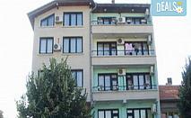 Цяло лято на 150 м. от плажа в Синята къща за гости Колев 2* в центъра на Несебър! 1 нощувка на човек в двойна, тройна стая или апартамент, безплатно за дете до 2.99 г.