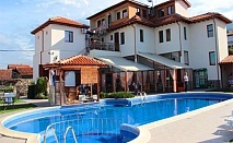 Цяло лято в Родопите! Нощувка със закуска + външен басейн и джакузи от Комплекс Флора