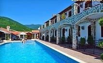 Почивка в Родопите край язовир Въча ! Нощувка със закуска + открит басейн, от Комплекс Чилингира.