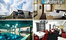 Делнични и уикенд пакети със закуска и вечеря или закуска, обяд и вечеря + минерален басейн и СПА + Аквапарк за деца в Хотел Селект, Велинград