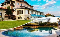 Делник с МИНЕРАЛЕН БАСЕЙН и СПА + нощувка със закуска за 2, 3 или 4 човека в хотел Никол, Долна Баня!