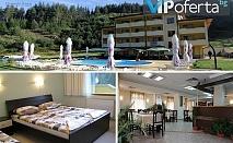 Двудневни, тридневни и петдневни пакети за двама със закуски и вечери + ползване на басейн в Хотел Попини Лъки, Ягодина