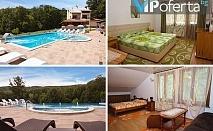 Еднодневен пакет със закуска + ползване на отопляем басейн в Семеен Хотел Горски кът, Врабево край Троян