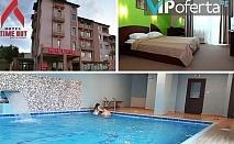 Еднодневен пакет със закуска или закуска и вечеря + ползване на басейн, джакузи и парна баня в Хотел TIME OUT, Сандански