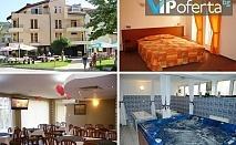 Еднодневен и тридневен пакет със закуски и вечери + ползване на закрит минерален басейн в хотел Елит, Девин
