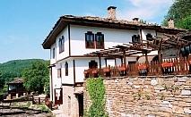 Фолклорен уикенд в Боженци! 2 нощувки със закуски и празнична вечеря + фотосесия с носии от Парлапанова къща