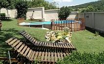 Къща за 13 човека с басейн, барбекю, детски кът на 12 минути пеша от Крушунските вдопади- с. Крушуна, Бялата къща