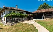 Къща за 11+1 човека край Елена. Битов стил, с басейн, барбекю, механа и и още удобства - къща Хриси, с. Донковци