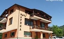 Къща Карина за 12+4 човека в Орехово, край Чепеларе с просторен хол с трапезария, оборудвана кухня и още удобства.